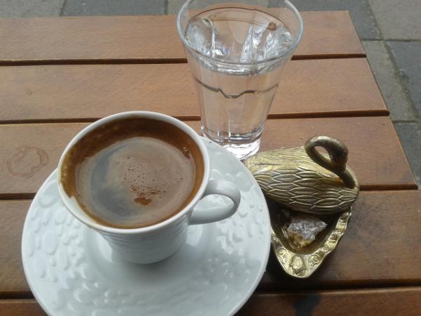 türkischer kaffee wasser und kaffee set