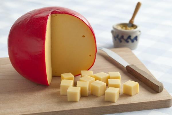 verschiedene Käsesorten Edam