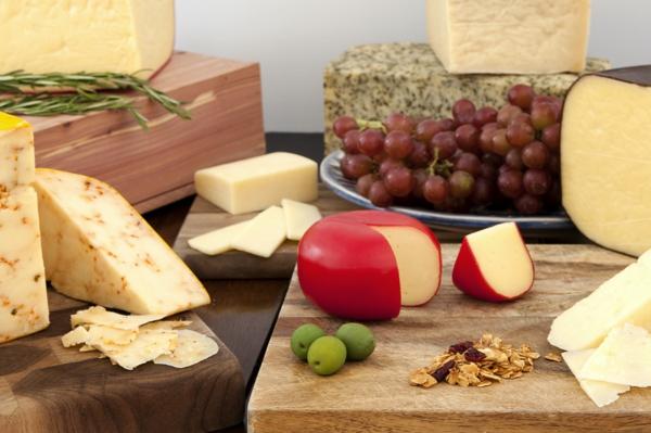 verschiedene Käsesorten Milch Käse zubereiten