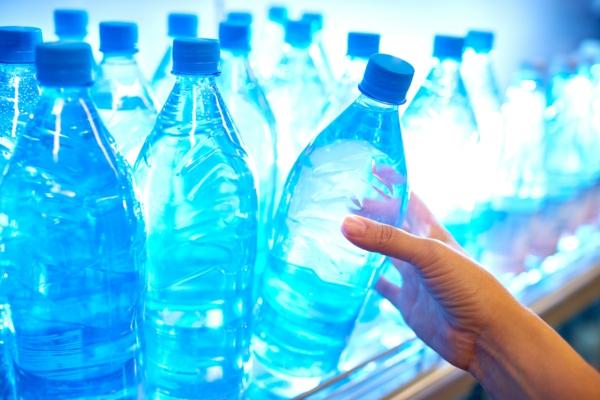 Alkalisches Wasser hoher pH Wert Flaschenwasser
