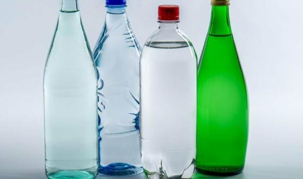 Alkalisches Wasser hoher pH Wert gesunde Lebensweise Flaschen