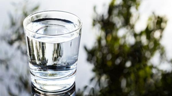 Alkalisches Wasser hoher pH Wert gesunde Lebensweise Leitungswasser