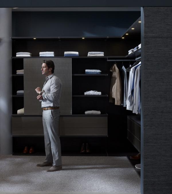 Ankleidezimmer für Männer stilvoll masculin grau schwarz
