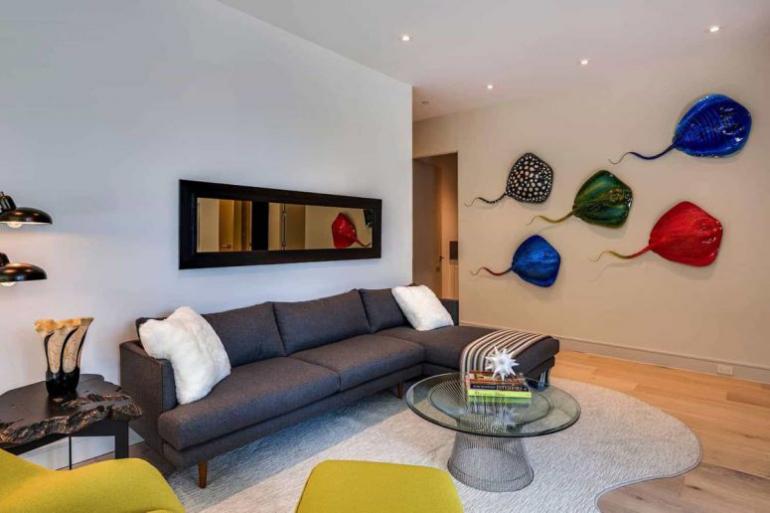 Einfamilienhaus in Florida mit offenem Wohnkonzept zweites Mini-Wohnzimmer elegante Möbel