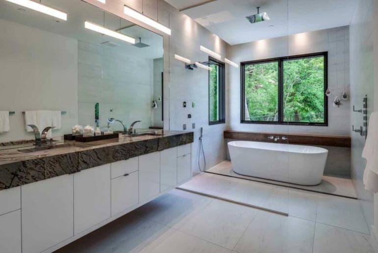 Einfamilienhaus in Florida mit offenem Wohnkonzeptgeräumiges Badezimmer