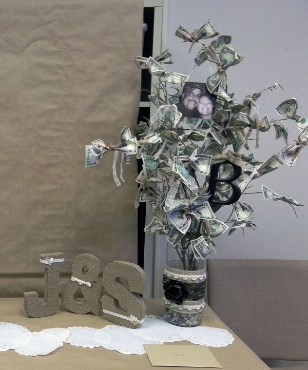 Geldbaum basteln – Kreative Geschenkideen für jeden Anlass ast mit vielen scheinen hochzeit idee
