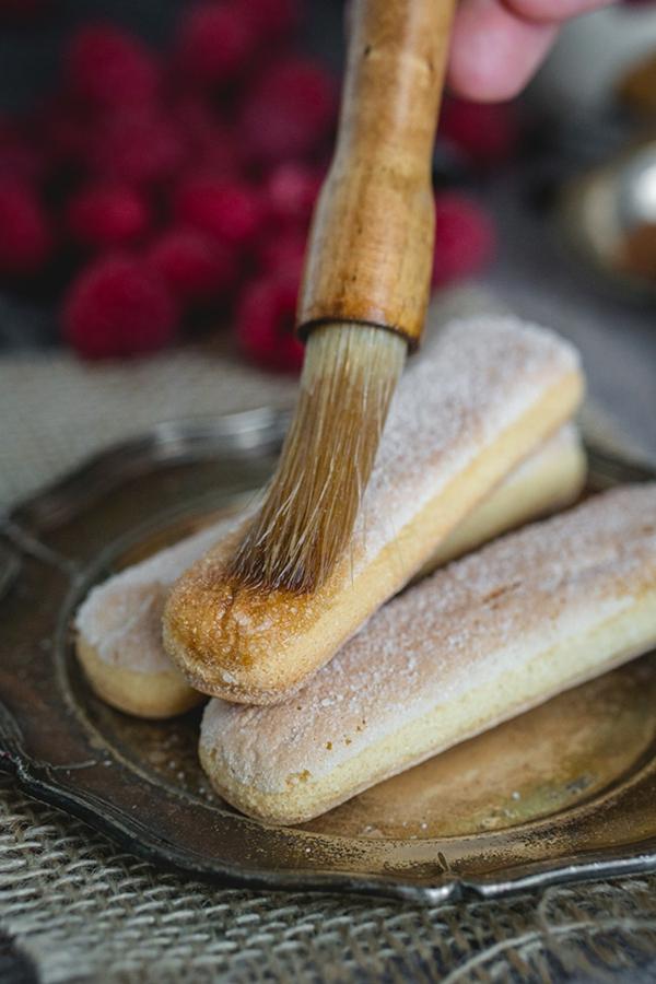 Himbeer Tiramisu im Glas köstliches Rezept für Tiramisu mit Himbeeren Löffelbiscuits