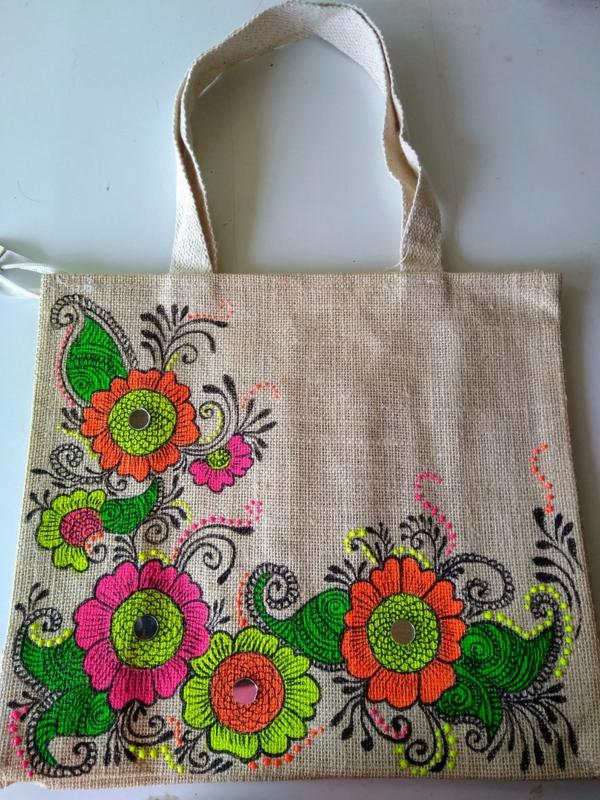 Jutebeutel bemalen Farben praktische Tipps Blumenmuster bunt