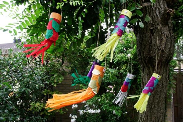Koinobori Fliegende Fische basteln DIY Windsäcke Gartendeko