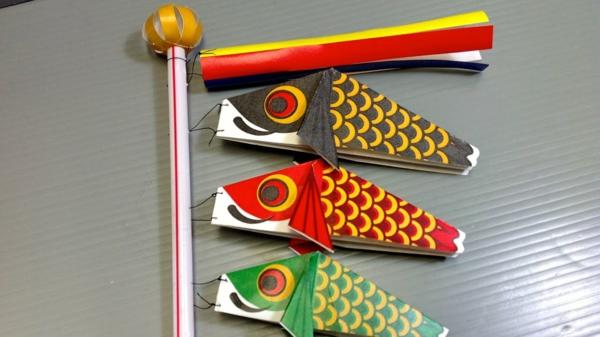 Koinobori Fliegende Fische basteln DIY Windsäcke aus Papier