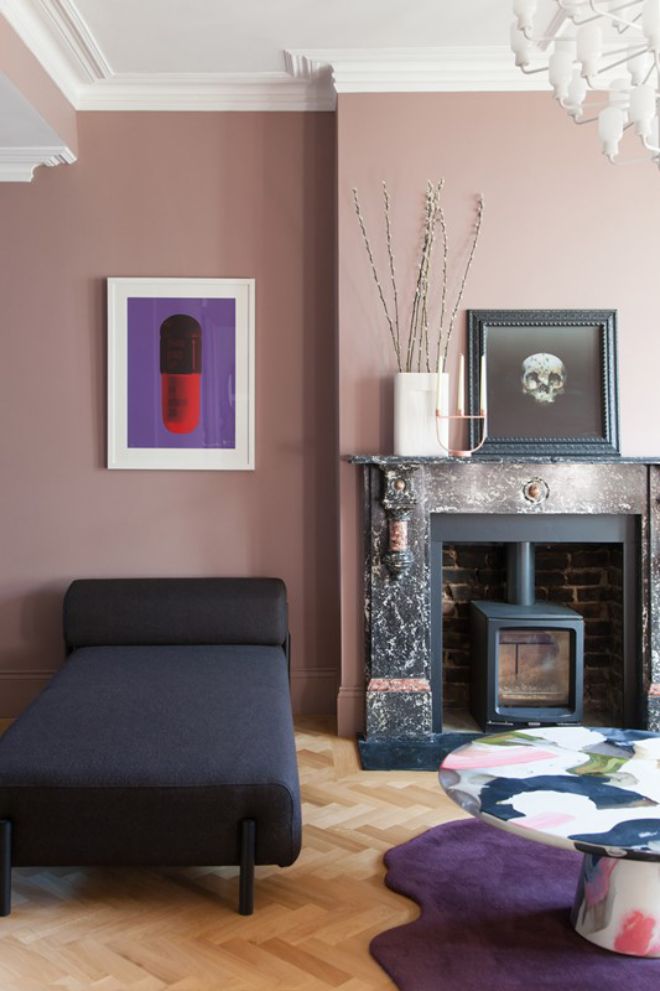 Mid-Century Modern Wohnstil Wohnzimmer Liege Teppich Kamin Wanddeko in gekonnt ausgewählten Farben