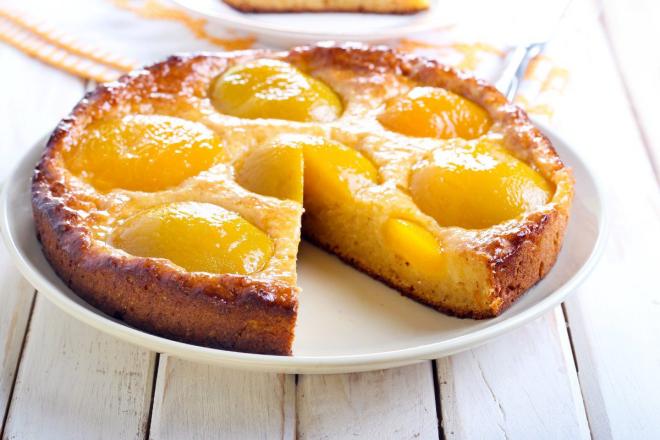 Pfirsichkuchen zubereiten zwei Rezepte klassisch und vegan mit Dinkelvollkornmehl