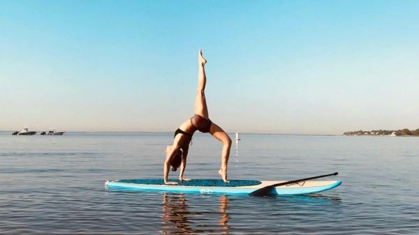 SUP Yoga Tipps Gleichgewicht am Paddleboard Yoga treiben