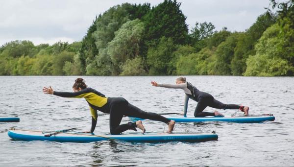 SUP Yoga Tipps Paddleboard Yoga Balance üben Stehpaddeln