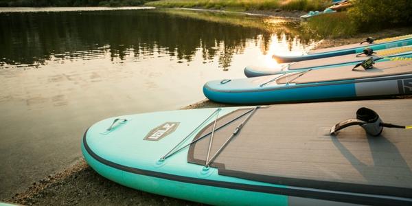 SUP Yoga Tipps Paddleboard Yoga Paddlebrett Stehpaddeln