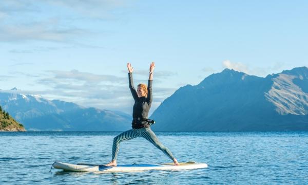 SUP Yoga Tipps Paddleboard Yoga in der Natur treiben