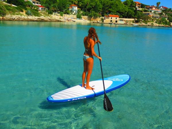 SUP Yoga Tipps Paddleboard Yoga treiben Gleichgewicht im Wasser halten