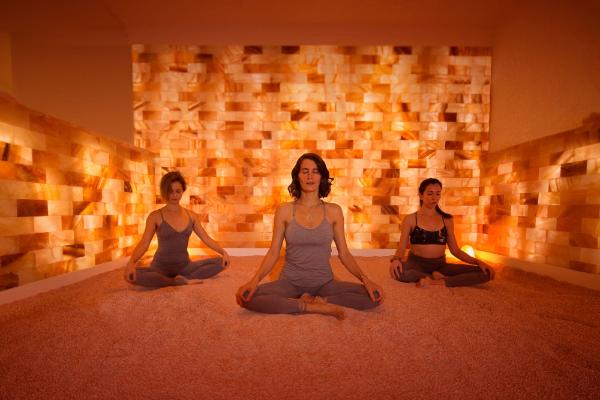 Salzgrotte Yoga im Raum - tolle Ideen