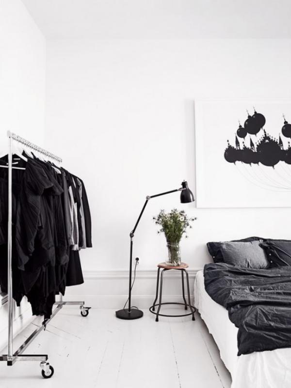 Schlafzimmer minimalistisch einrichten Stehlampe neben dem Schlafbett perfekte Beleuchtungsidee