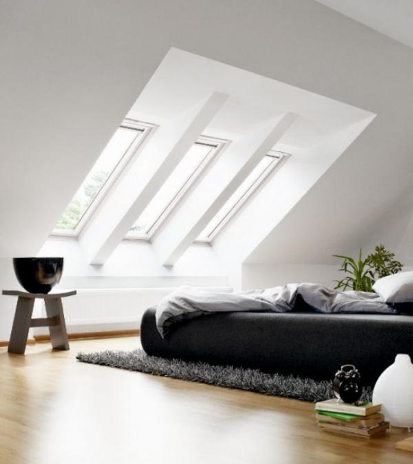 Schlafzimmer minimalistisch einrichten stilvolle Raumgestaltung auf dem Dachboden unter Dachschräge Dachfenster Schlafbett