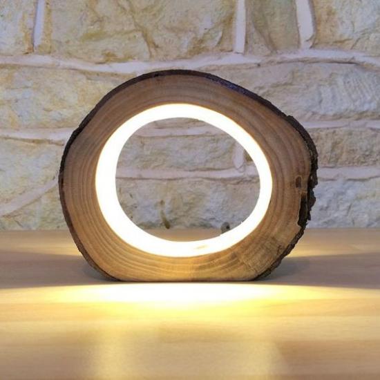 Tischlampen ausgefallen fantasievoll designt hochmoderne LED Tischlampe aus Holz