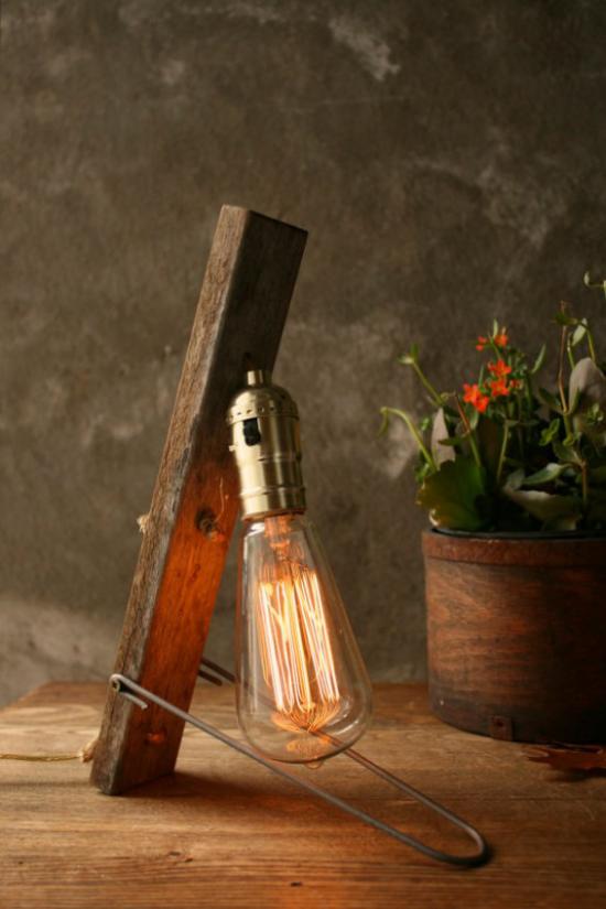 Tischlampen ausgefallen fantasievoll designt im Vintage Design Lampensteg aus Holz