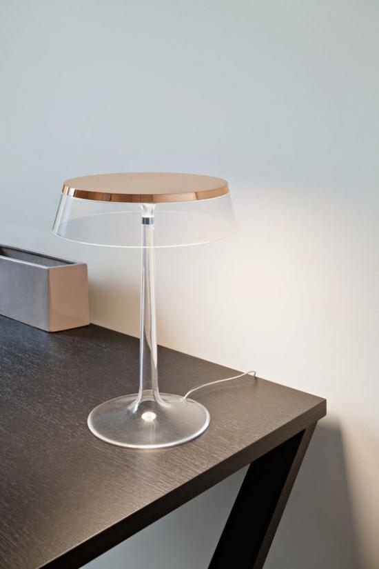 Επιτραπέζιες λάμπες φανταχτερά σχεδιασμένες εξαιρετικά κομψές εξαιρετικά μινιμαλιστικές κατασκευές από γυαλί