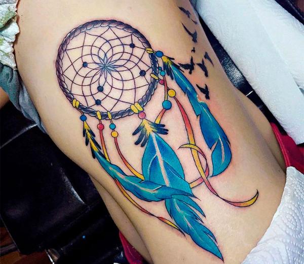 Tolle Farben für eine Körperzeichnung Traumfänger Tattoo