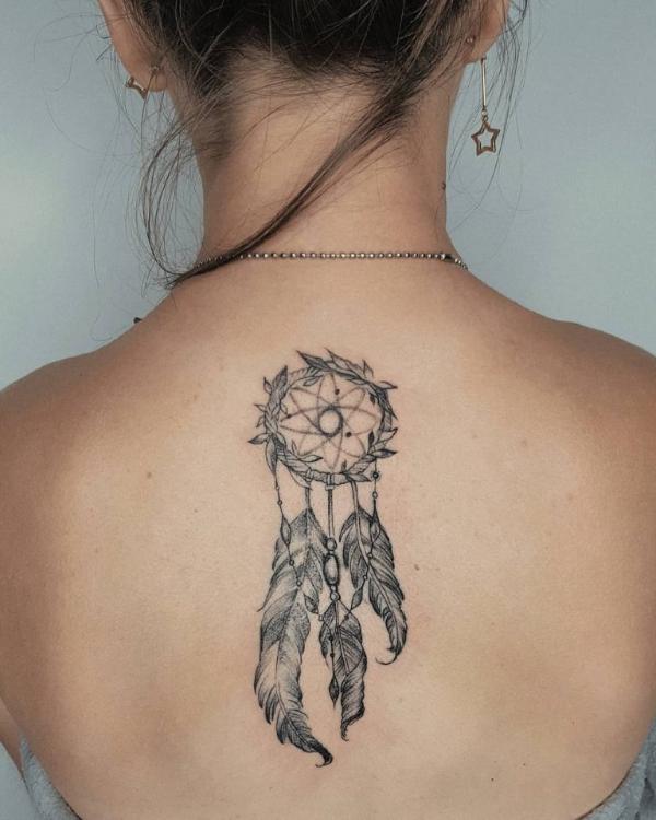 Traumfänger Tattoo - zärtliches Design an der Haut