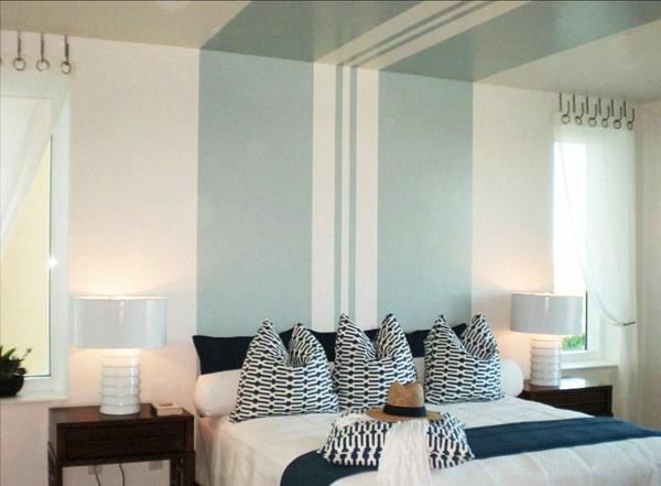 Wandgestaltung Schlafzimmer Wandfarbe Deckenfarbe hellblaue Streifen