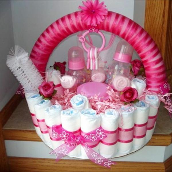 Windelgeschenke Mädchen selber machen Windeltorte basteln rosa Babyflaschen