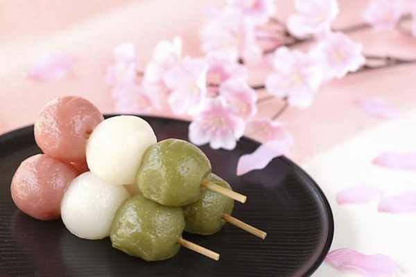 dango wagashi japanische süßigkeiten