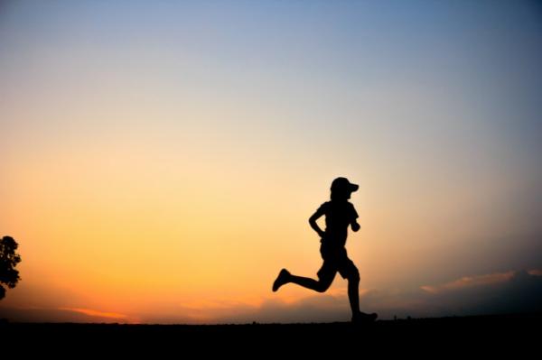 früh aufstehen sonnenaufgang jogging