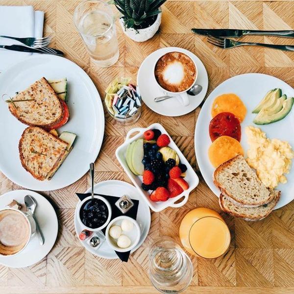gesunden frühstück haben früh aufstehen