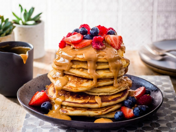 häusliches Brunch Buffet Brunch Ideen amerikanische Pfannkuchen gestappelt