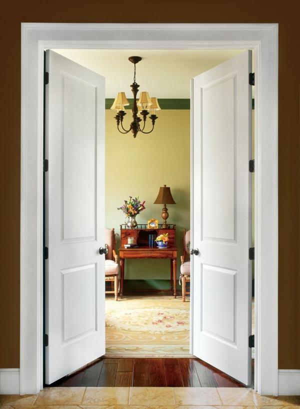 klassische weisse doppelflügeltür zu schlafzimmer