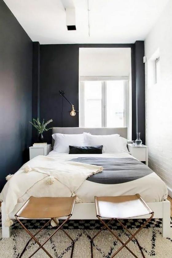 kleines Schlafzimmer schwarze Wand weiße Bettwäsche Gardinen Teppich Kontrast