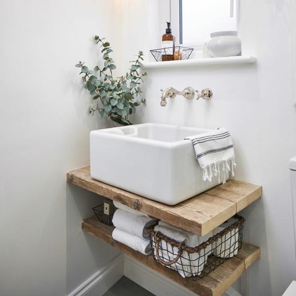 kleines badezimmer ohne fliesen weiße wände quadratisches waschbecken
