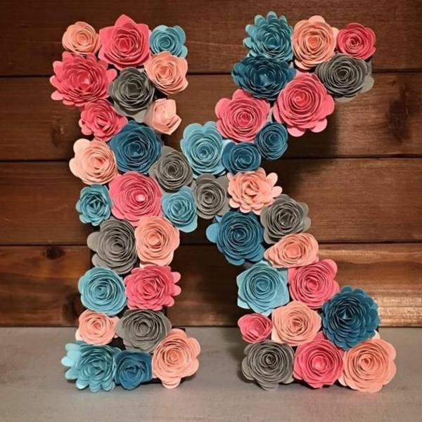 Buchstaben mit Blumen K Kunstblumen Blumen Buchstaben selber machen