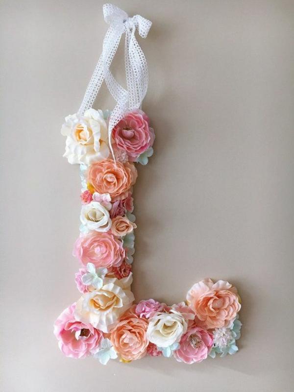 Buchstaben mit Blumen basteln Blumenbuchstaben L