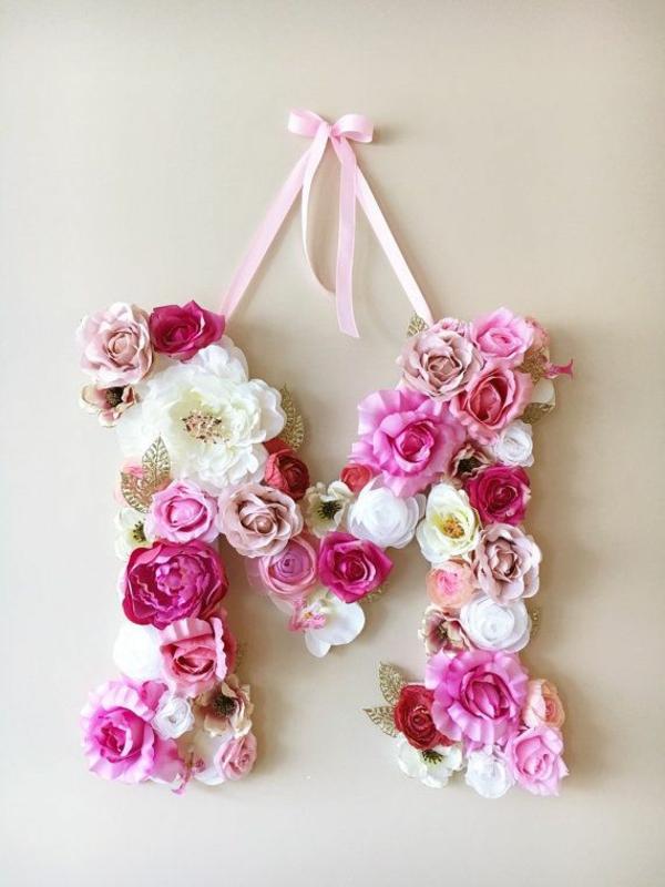 Buchstaben mit Blumen basteln Blumenbuchstaben M