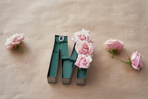 Buchstaben mit Blumen basteln Blumenbuchstaben N