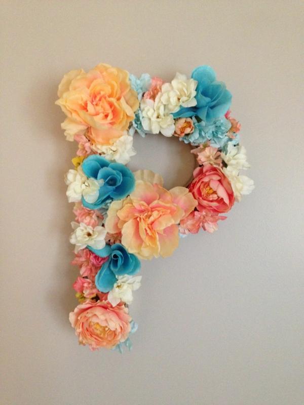 Buchstaben mit Blumen basteln Blumenbuchstaben P