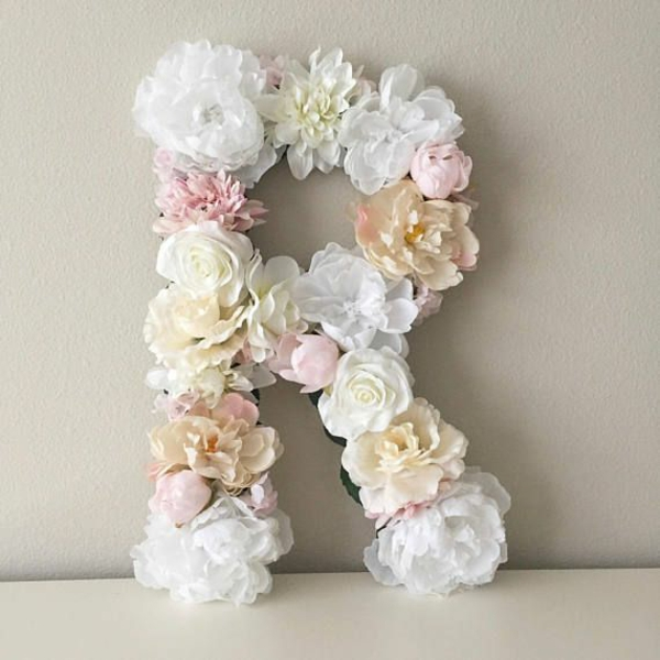 Buchstaben mit Blumen basteln Blumenbuchstaben R