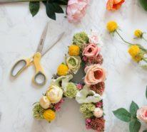Buchstaben mit Blumen basteln: 2 Varianten mit Schritt-für-Schritt-Anleitung