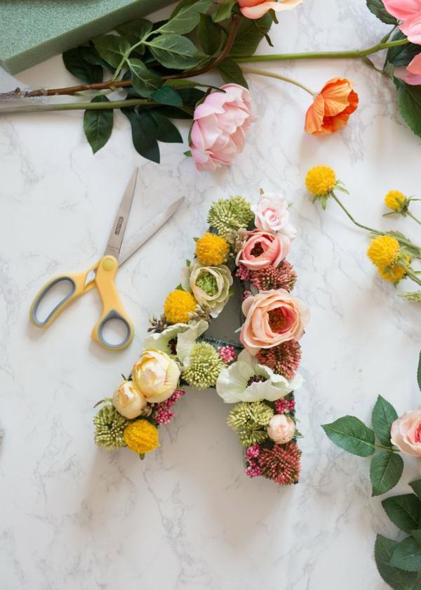 Buchstaben mit echten Blumen basteln Blumen Buchstaben selber machen