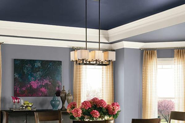 Decke dunkel streichen Deckenfarbe Wohnzimmer Blau
