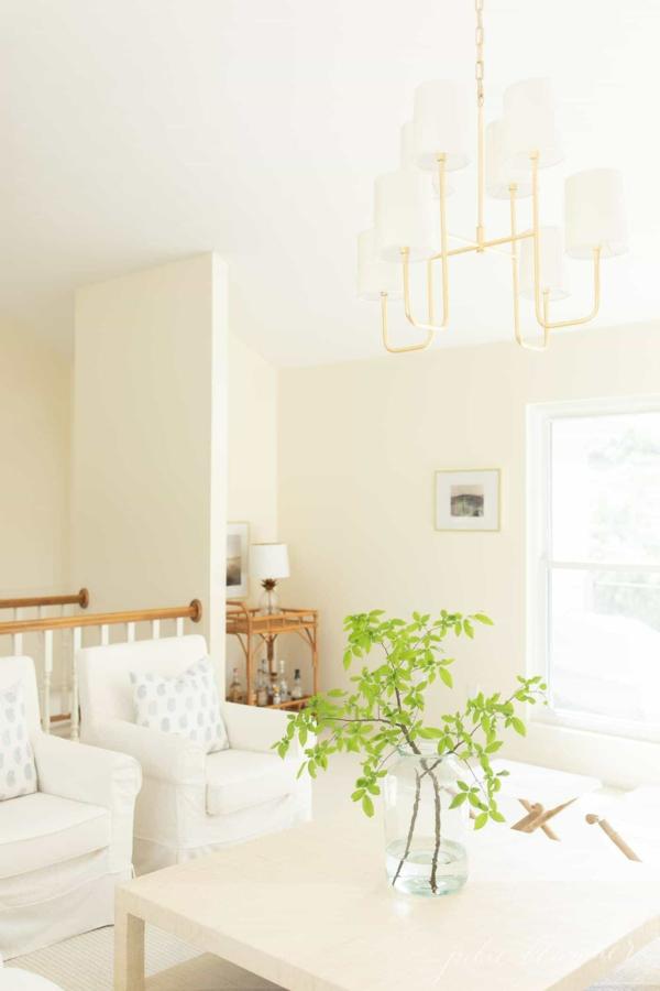 Decke streichen Deckenfarbe Weiß helle Wandfarbe