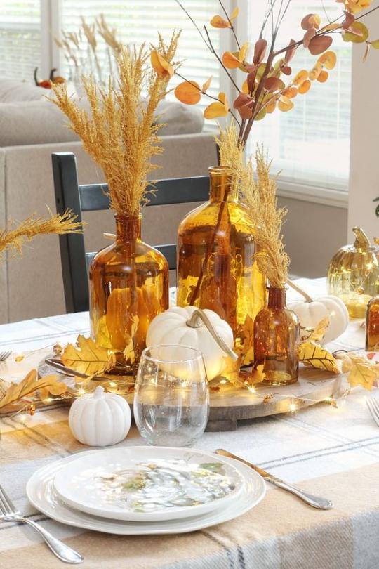 Deko Ideen mit Herbstblättern Tischdeko gute Laune Gemütlichkeit schaffen Gläser