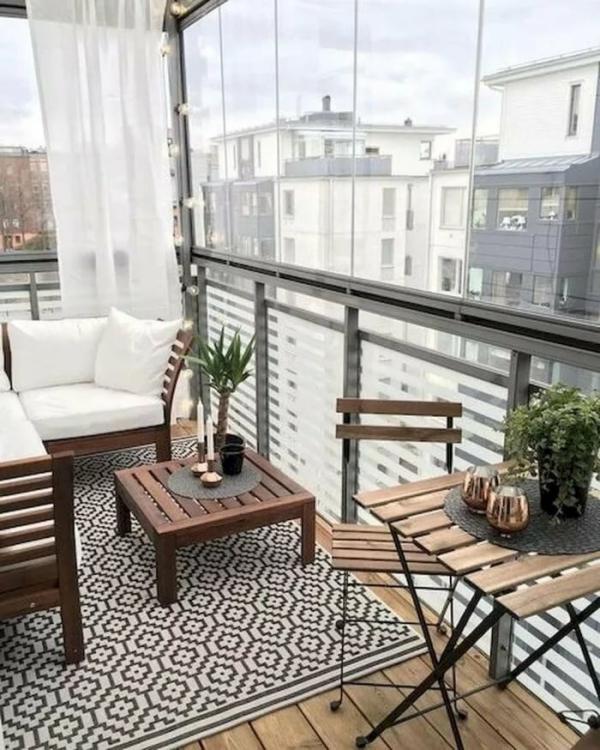 Die passenden Balkonmöbel für jeden Platzbedarf und weitere Tipps minimalistisch skandi chic modern